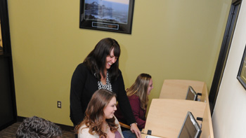 A financial aid assistant helps students to complete their FAFSA.